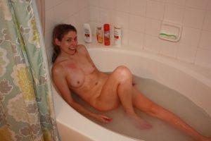 Badewanne Amateur Nacktbild