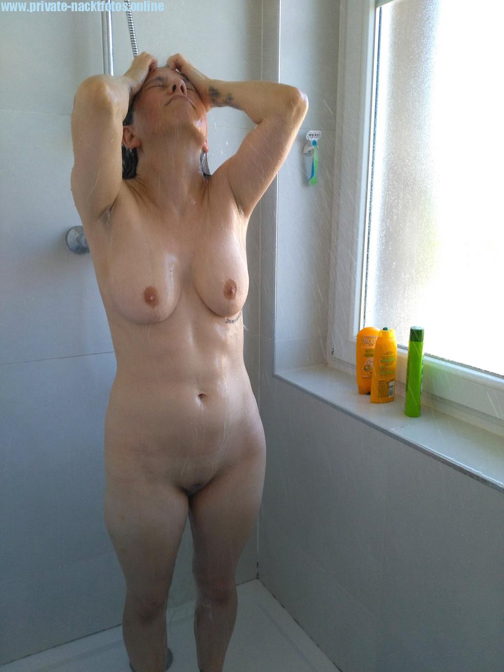 eine frau nackt