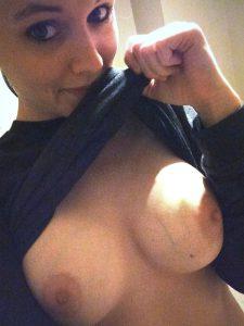 Katrin Zeigt In Die Webcam Ihre Titten