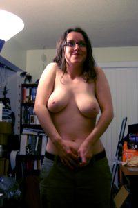 Maria Zieht Sich Gerade Die Jeans An Und Zeigt Uns Ihre Titten