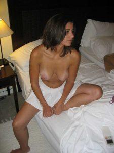 Nackt Auf Dem Bett Amateur