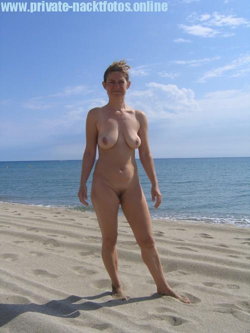 Milf Nackt Am Strand