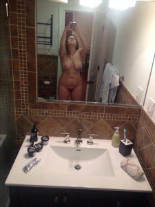Nacktselfie Im Spiegel