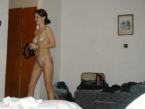 Privates Nacktfoto Sarah Im Wohnzimmer