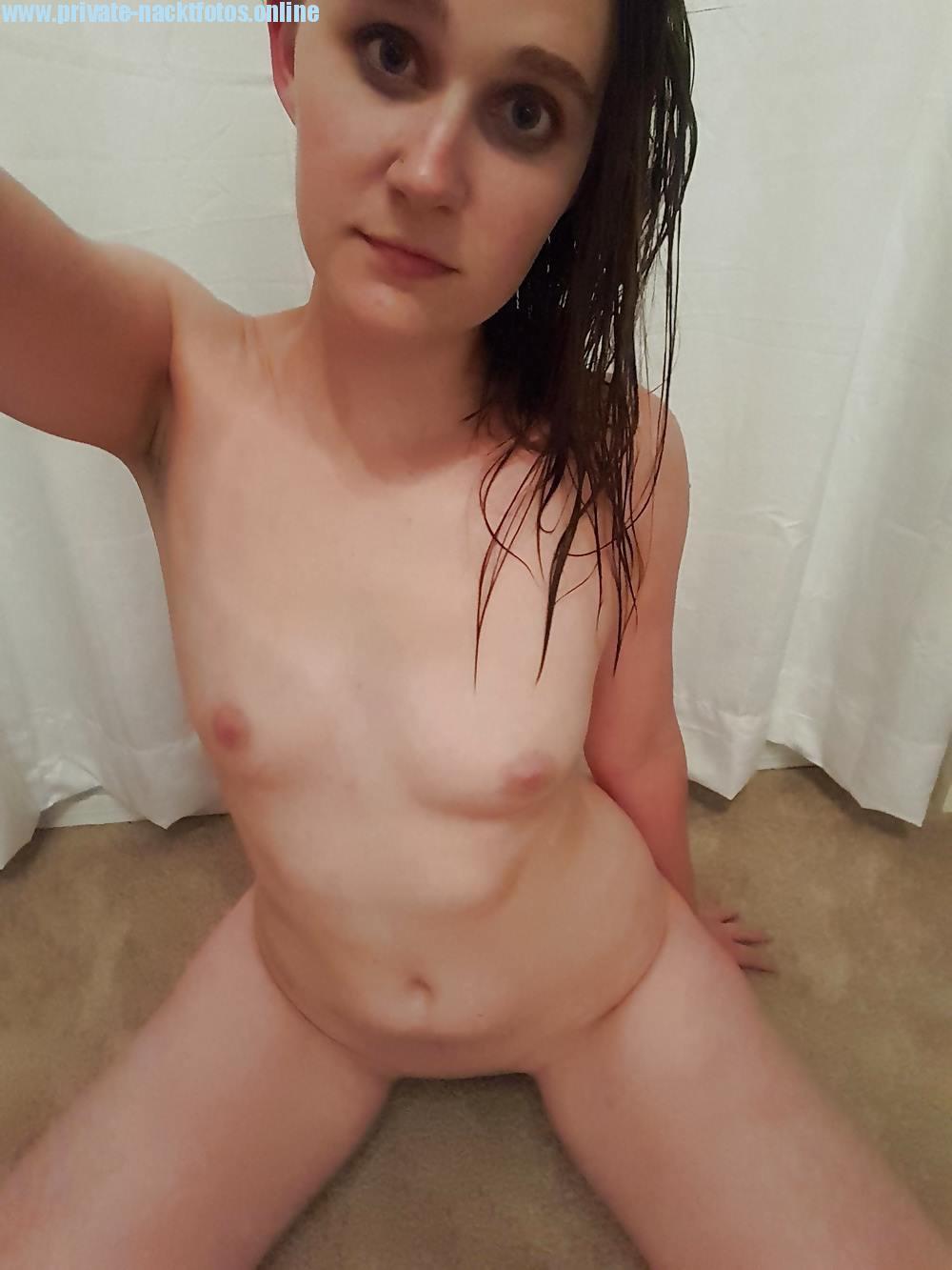 Selfie Nackt Im Hocken Privat