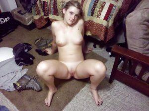 Beine Breit Sexy Nackte Exfreundin Im Internet Blossgestellt