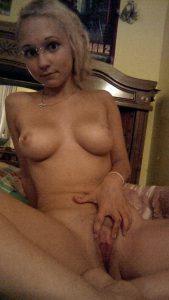 Freak Teen Mit Zwei Piercings Nackt