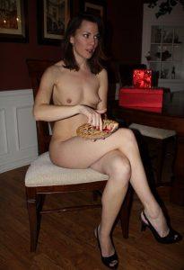 Igenschnauzen Titten Frau Nackt Auf Stuhl