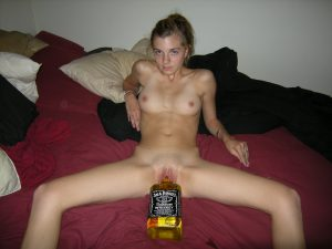 Jack Daniels Flasche In Der Fotze