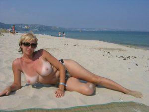 Milf Ramona Nackt Am Strand