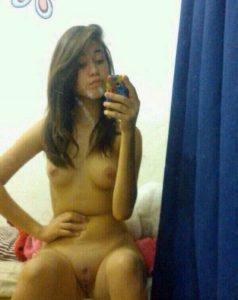 Teen Nackt Auf Dem Bett Selber Fotografiert