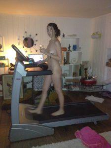 Nackt Auf Einem Laufband Freundin Macht Nackt Sport