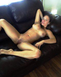 Nackte Milf Sehr Sexy Beine Breit