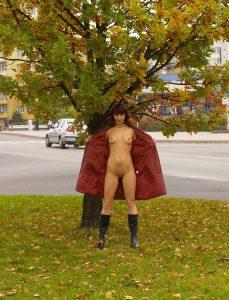Nude In Public Nackt Flashing Oeffentlich Exhibitionistin