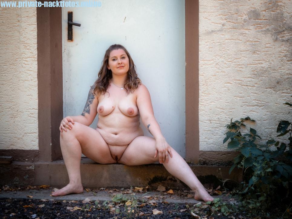 Sexy Molliges Amateur Model Nacktfoto 2