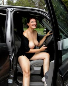 Geile Milf Nackt Im Auto