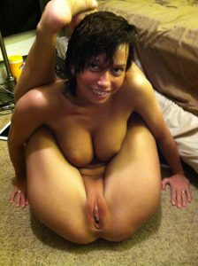 Gelenkige Frau Nackt