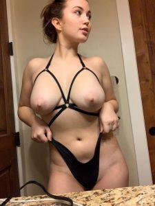 Sehr Sexy Freundin Zeigt Sich Gerne Unanstaendig Auf Privaten Nacktfotos