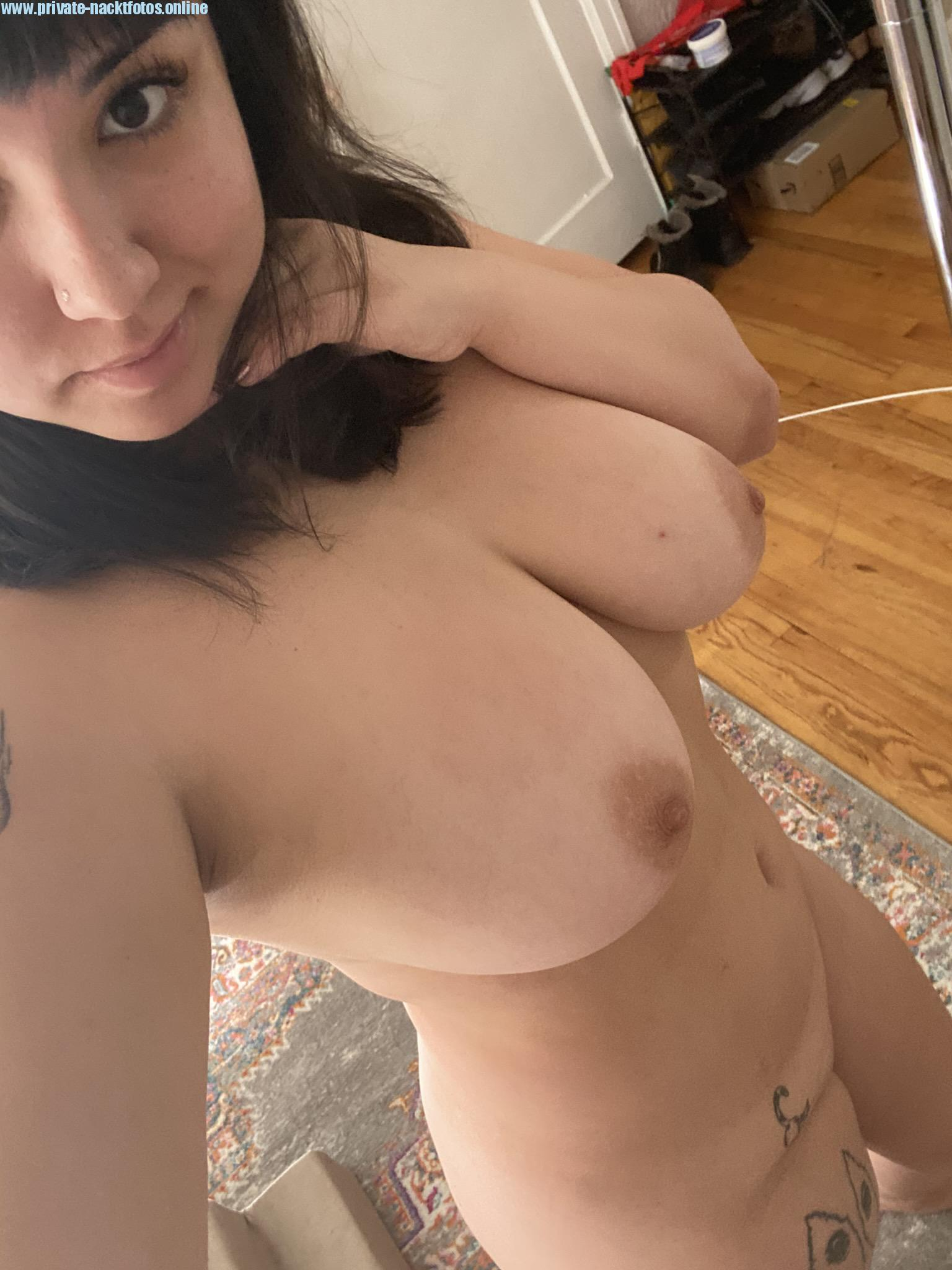 Schoene Natuerliche Dicke Teen Titten Nacktfoto Selfie