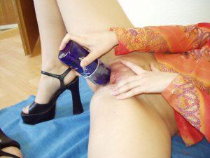 Meine Freundin Fickt Ihre Muschi Mit Einer Flasche Frankenheim Blue 4