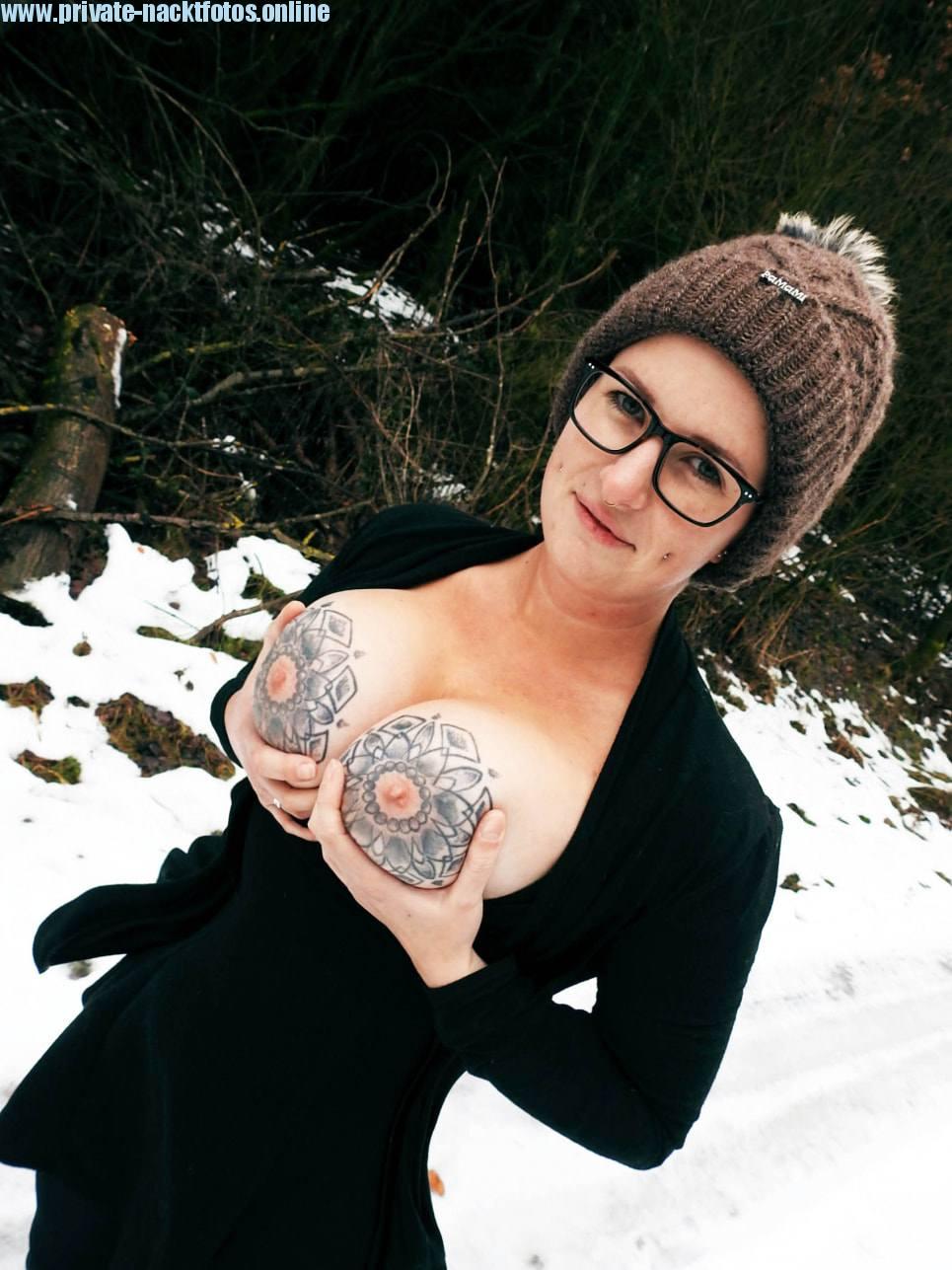 Winter Nacktfoto Titten Mit Tattoos Amateur Bild