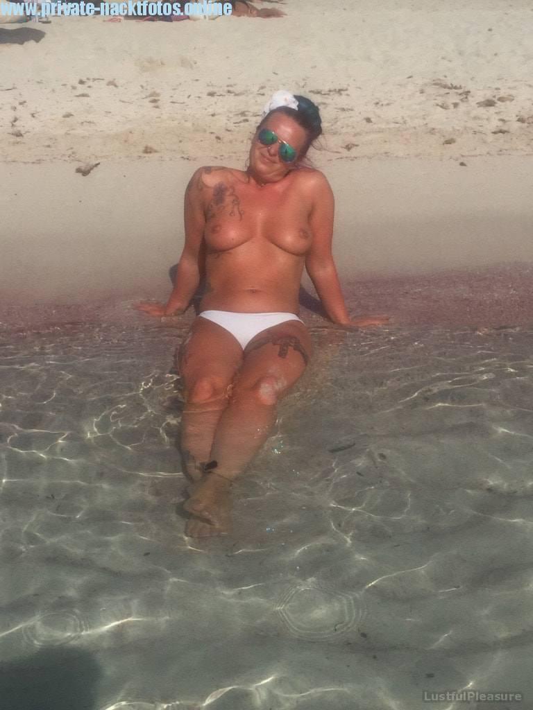 Am Strand Oben Ohne Privates Nacktfoto